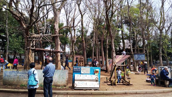 世田谷公園の自然を活かした遊具