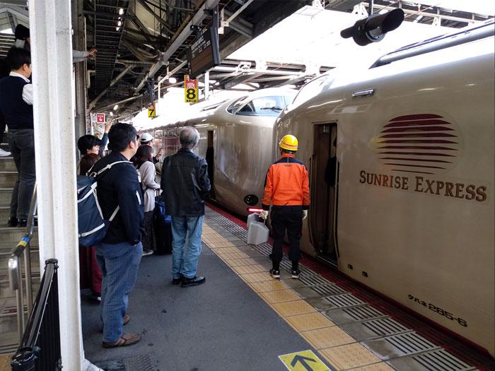 サンライズ出雲岡山駅での切り離し