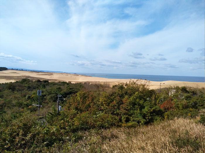 砂の美術館から鳥取砂丘が見える