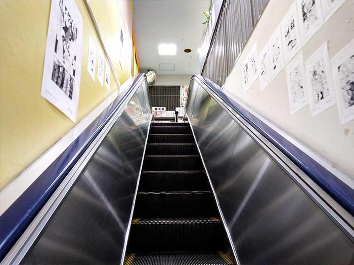 紀伊國屋書店 新宿本店 別館2階へのエスカレーター