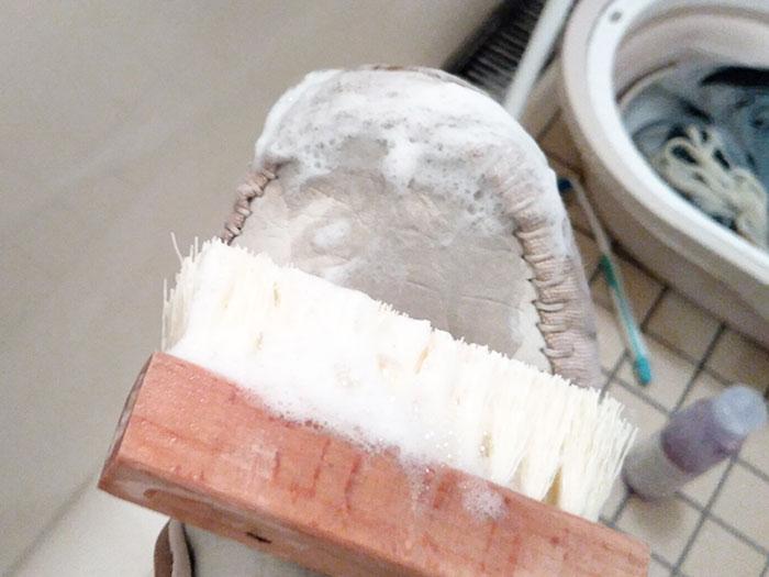 ジェイソンマークの「プレミアムシュークリーナーエッセンシャルキット」でアディダスを洗う