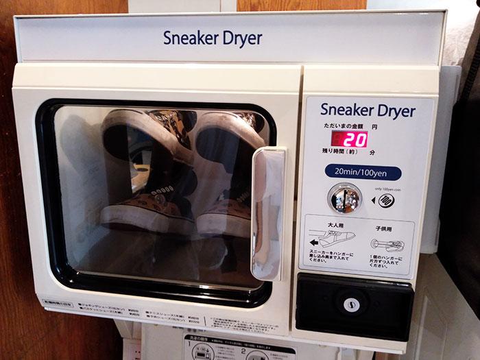 スニーカーを乾燥する
