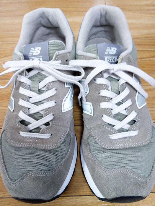 ニューバランスの靴紐をライトグレーに変更