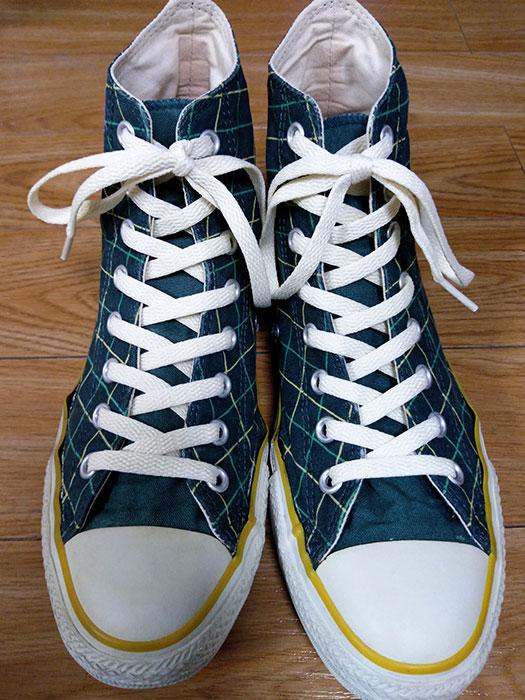 靴紐をナチュラルカラーに変更