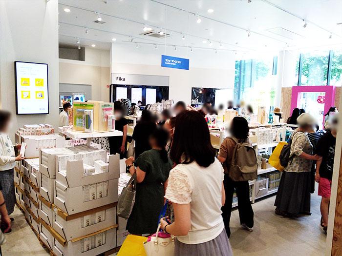 IKEA原宿の店内の混雑状況