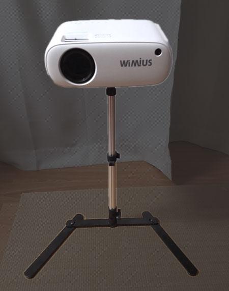 カメラ用三脚でプロジェクターを設置